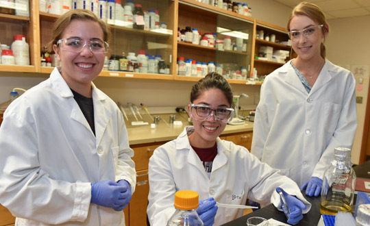 Schweitzer Scholar Raquel Murillo flanked by lab partners at WSU Pullman